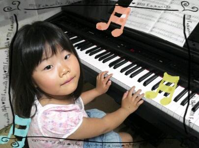 電子ピアノでポロロン♪
